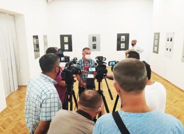 Изложба радова Трећег међународног бијенала радова на папиру, Приједор 2020.